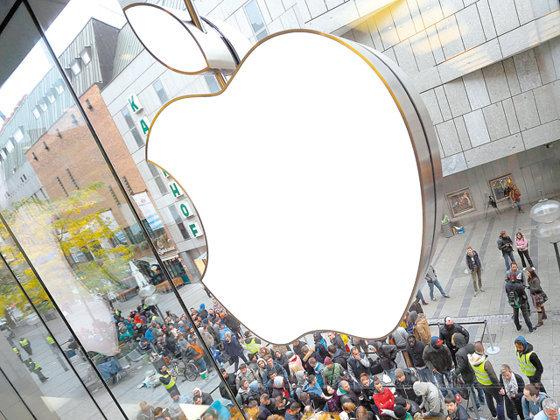 După iPhone, potopul: Goldman Sachs, una dintre cele mai mari bănci americane, reduce dramatic preţul ţintă pentru acţiunile Apple şi estimează o scădere de 26%