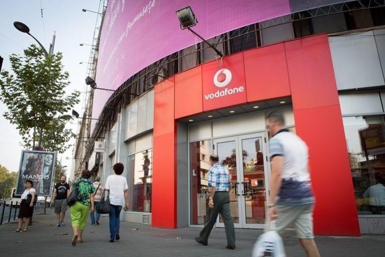 Surpriză: Vodafone intră în restructurare. Închide peste 1.000 de magazine