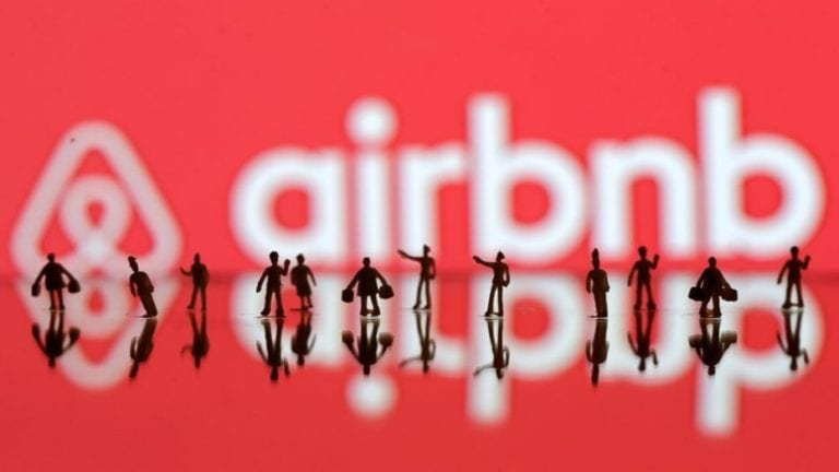 Investitorii vânează următorul star din Silicon Valley care se îndreaptă spre bursă: Airbnb ajunge la o evaluare de 42 miliarde dolari înainte de listare