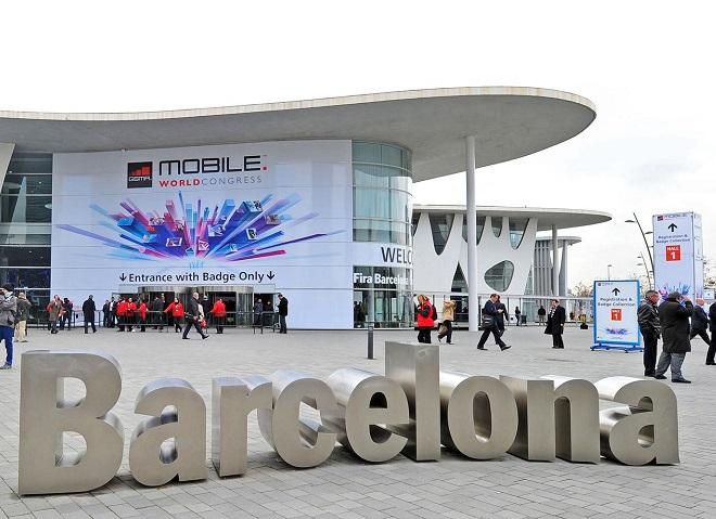 Dezastru: Barcelona pierde 500 milioane euro după anularea celui mai mare târg din lume dedicat telefoniei mobile pe fondul temerilor provocate de coronavirus. Aproximativ 40 de companii mari de tehnologie au decis să-şi anuleze participarea la târg
