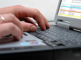 Romanian Software preia salarizarea şi administrarea de personal pentru companiile care produc măşti, halate de protecţie, izolete, dezinfectanţi şi tratamente medicale