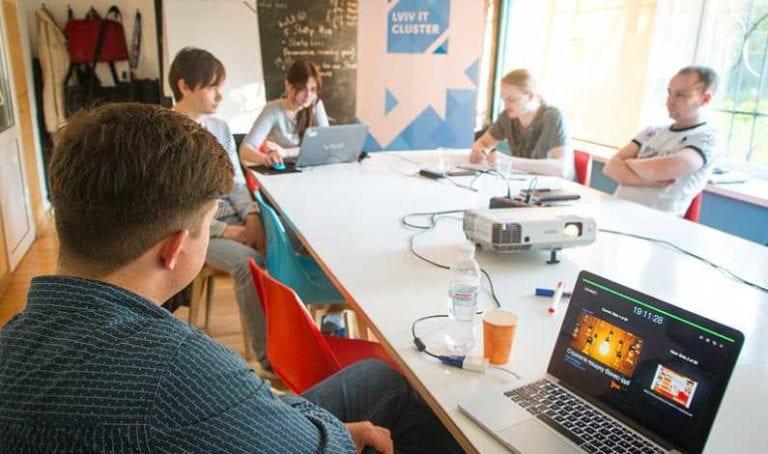 Finanţări de până la 100.000 euro pentru stundeţii antreprenori. Programul Innotech Student a fost lansat