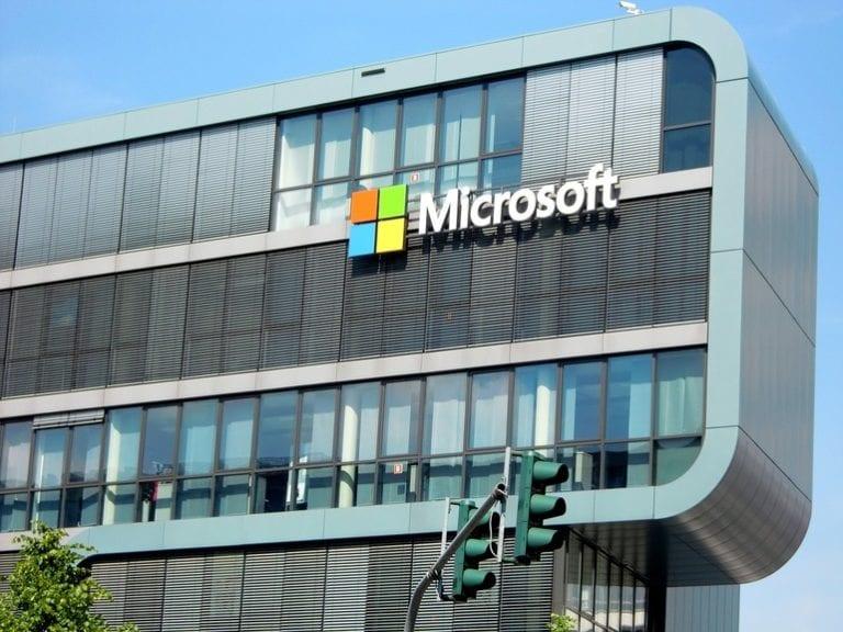 Microsoft își închide toate magazinele fizice. Serviciile pentru clienți – exclusiv online