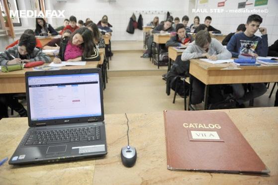 Este oficial: Elevii şi profesorii vor avea asigurată infrastructura necesară, constând în dispozitive şi acces la internet, pentru predarea online