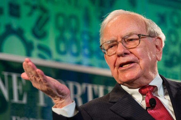 Apple a ajuns să valoreze aproape jumătate din portofoliul grupului Berkshire Hathaway al miliardarului Warren Buffett