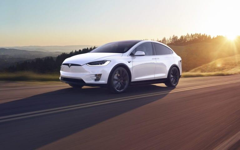 Testerii ne arata de ce poate fi capabil autopilotul masinilor Tesla