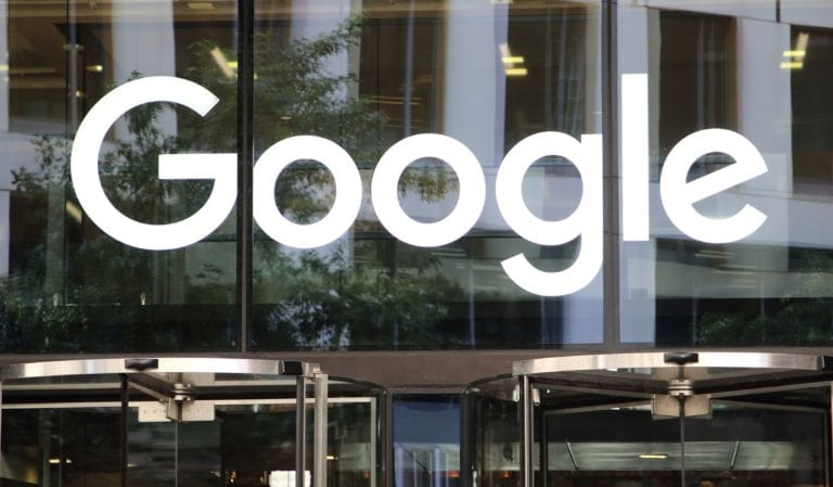 Victorie istorică: Google îngenunchează în Franţa şi îi va plăti pe editori şi jurnalişti pentru conţinut