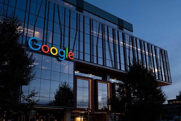 Google a dezvoltat un software de inteligenţă artificială care poate proiecta cipuri mult mai rapid decât oamenii