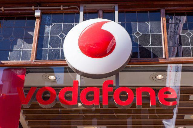Vodafone România lansează o suită de soluţii B2B pentru IMM-uri, de la POS pe telefonul mobil, la instrumente pentru a crea magazine online. Compania a adus în piaţa locală şi platforma de educaţie V-HUB