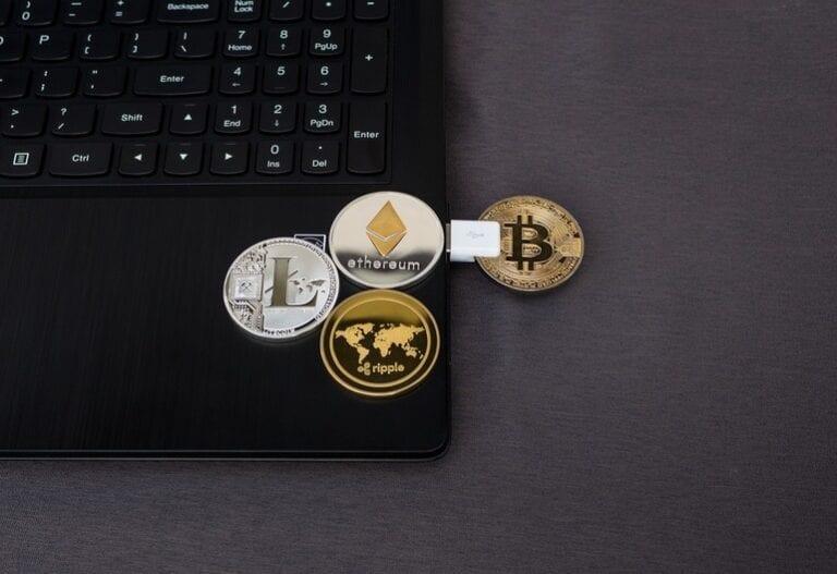 Comisia Europeană cere interzicerea tranzacțiilor anonime cu Bitcoin și alte criptoactive în UE. Interzicerea tranzacțiilor cu numerar mai mari de 10.000 de euro