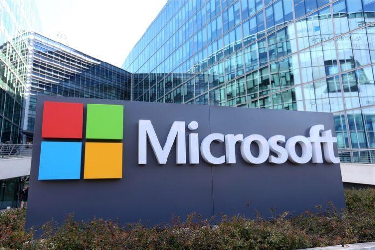 Microsoft pregătește un nou smartphone, cu două ecrane