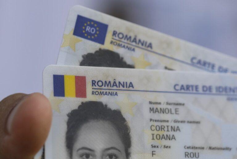 Primele cărți de identitate electronice, eliberate la Cluj-Napoca. Până în 2031, toți românii vor avea astfel de buletine