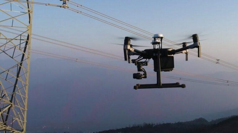Transelectrica își cumpără drone pentru a depista avariile și a verifica lucrările la sistemul de transport al energiei. Angajații nu vor mai urca pe stâlpi