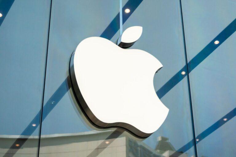 Dezertare în cadrul Apple: Un executiv a părăsit compania pentru a se alătura grupului Ford, o lovitură lansată asupra ambiţiilor auto ale producătorului iPhone-urilor